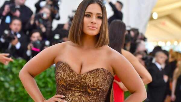 Ashley Graham's nude pregnancy photo tells an important truth